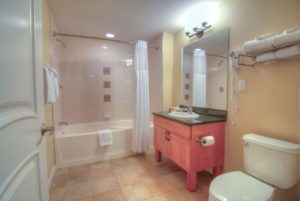1 bedroom gold full kitchen bath