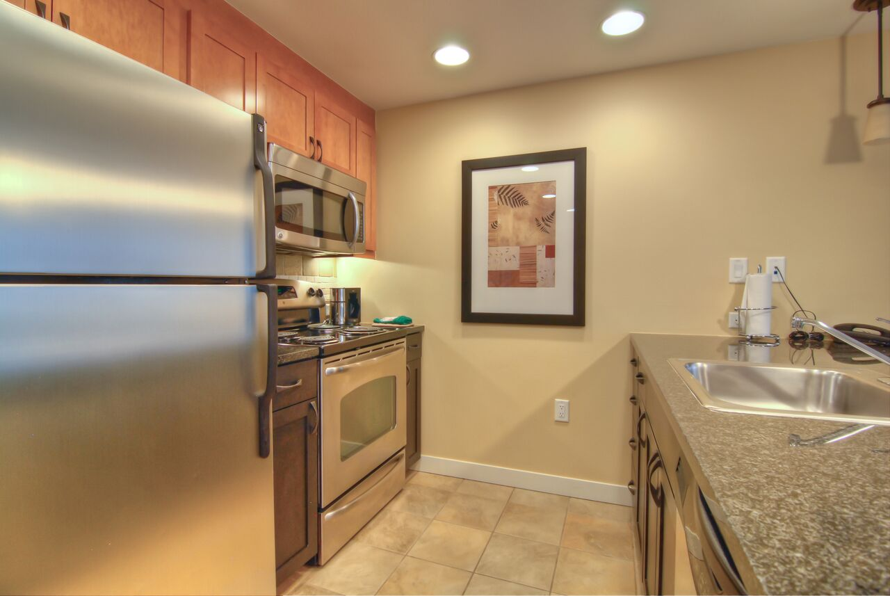 2 bedroom silver kitchen