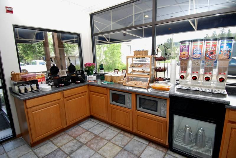 BW Alpenglo Breakfast Bar