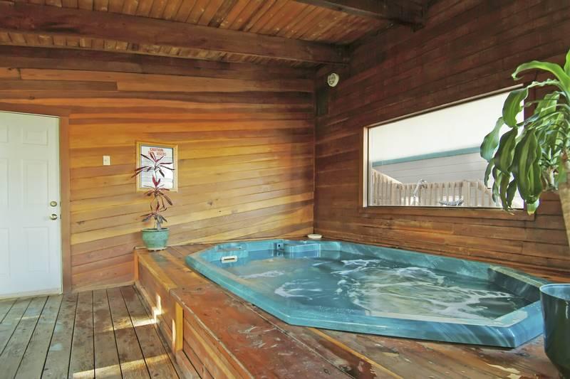 Hot Tub - BW Alpenglo Lodge