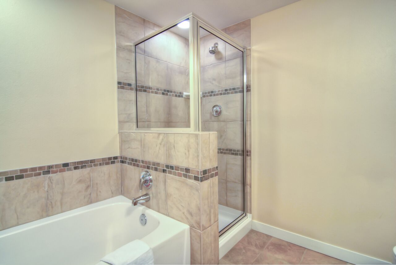 one bedroom kitchenette silver bath